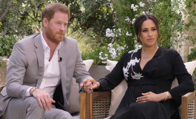 La regina ha ammesso che Harry e Meghan sono stati oggetto di un trattamento non proprio corretto e affronterà la questione in privato nella famiglia reale